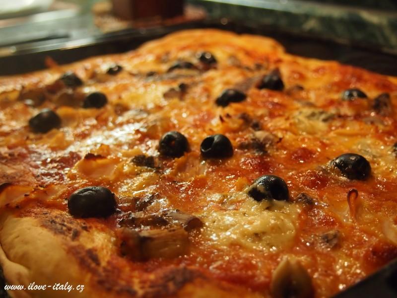 pravá italská pizza
