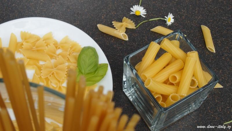 těstoviny špagety a penne