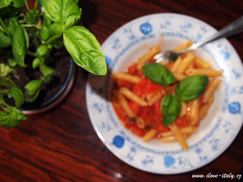 penne s rajčaty a zeleninou