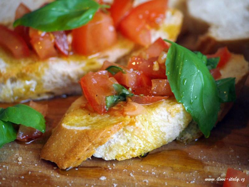 italská bruschetta s rajčaty