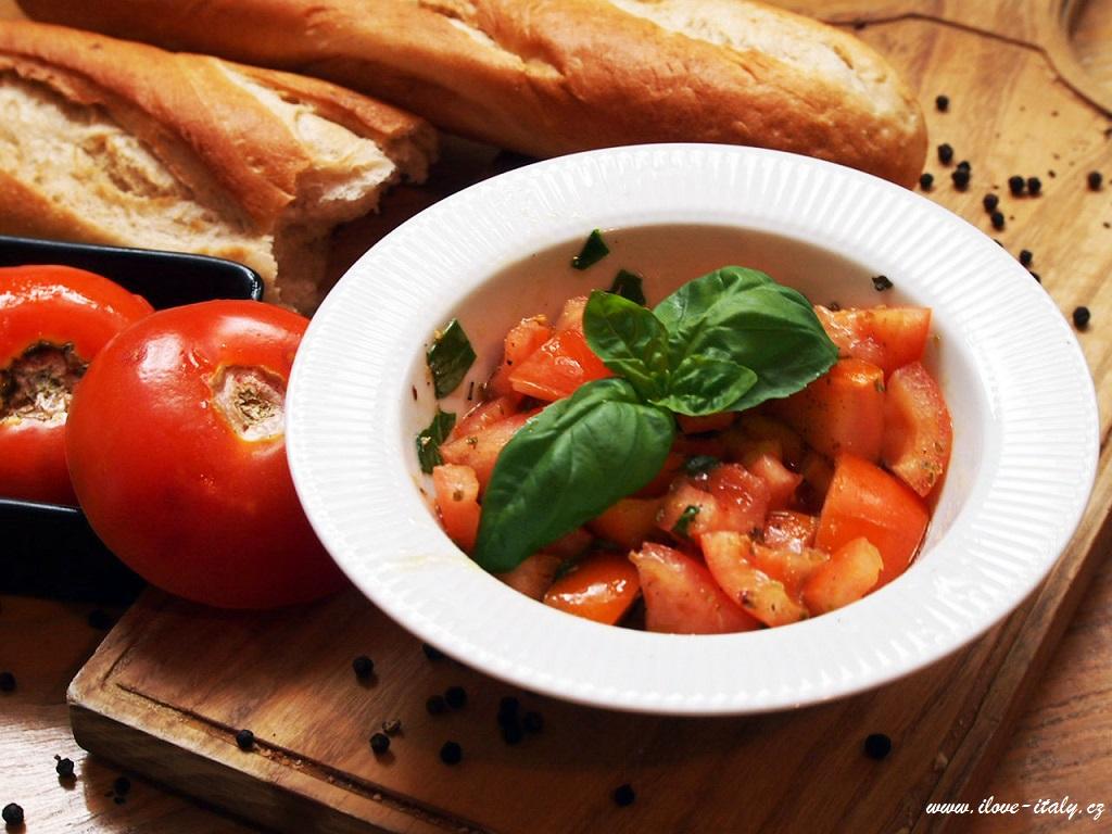 rajčatový salát italský