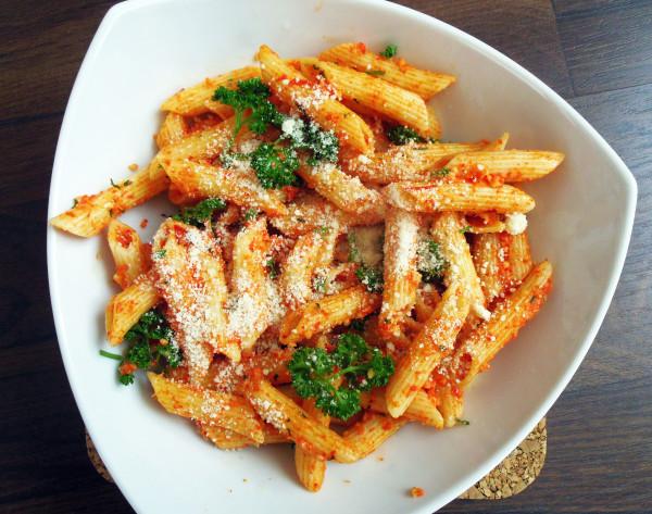 těstoviny penne s italským sýrem a paprikou