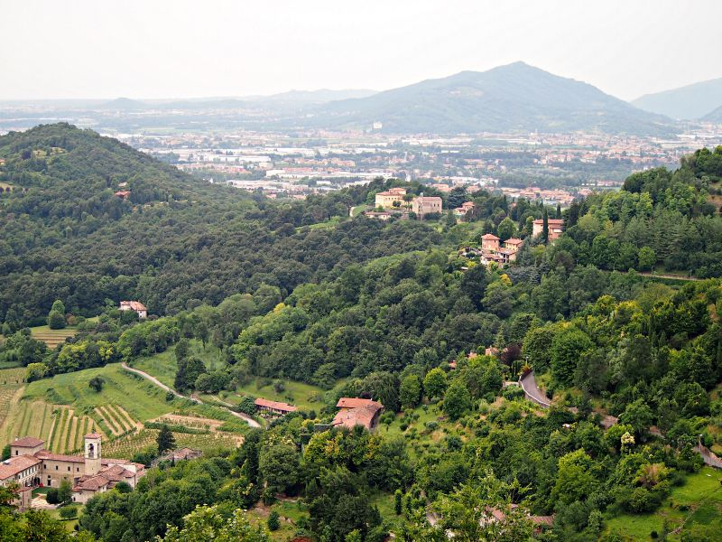 výhled z italské restaurace bergamo