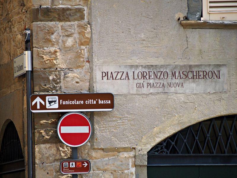 náměstí lorenzo mascheroni