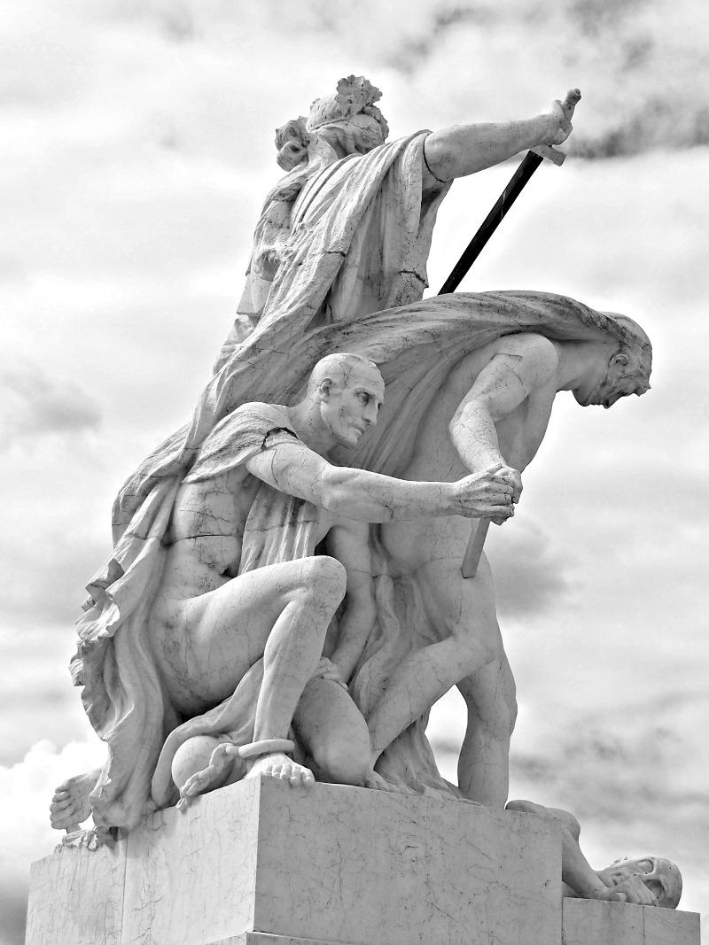 sochy na monumentu