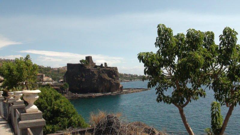 Acicastello hrad