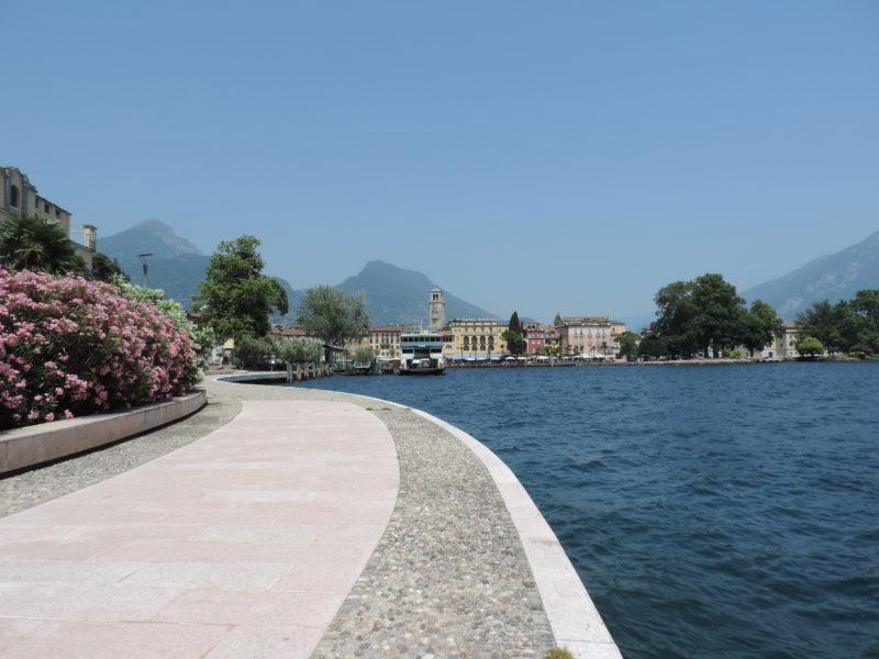Itálie Riva del Garda nábřeží